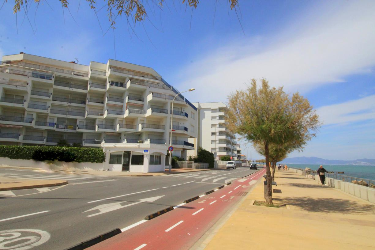 Apartament -                                       Passeig Del Mar -                                       3 dormitoris -                                       6 ocupants